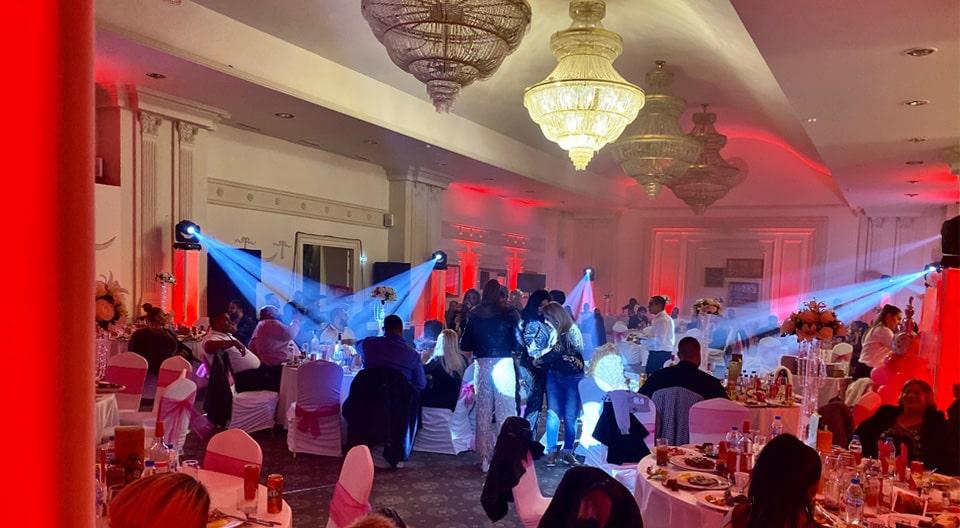 Ефектно сватбено осветление Uplighting